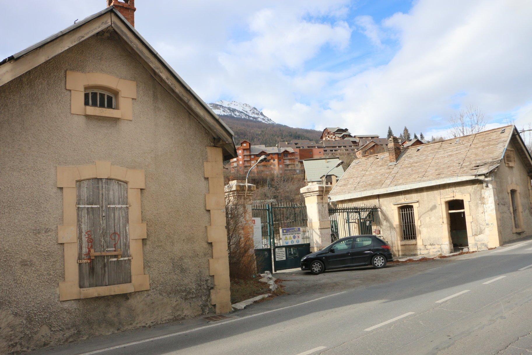 Démolition du mur et des corps de garde rue Général Barbot 1