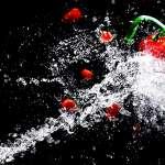 Une machine découpe vos matériaux avec précision grâce à l'eau 15
