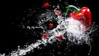 Une machine découpe vos matériaux avec précision grâce à l'eau 7