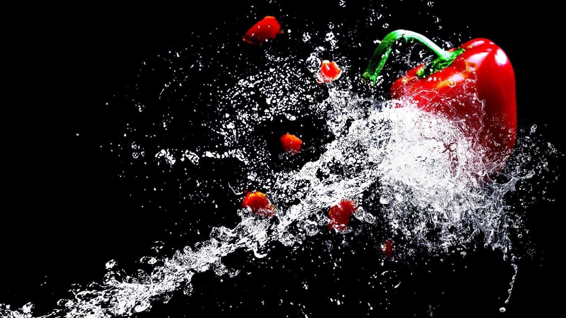 Une machine découpe vos matériaux avec précision grâce à l'eau 33