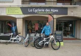 La Cyclerie des Alpes propose l'achat en ligne et la livraison à domicile de vélos électriques pour femmes et hommes. 2