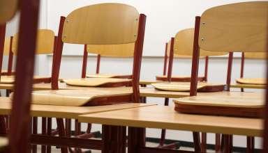 La table d'écolier en bois, un meuble indispensable pour l'apprentissage 7