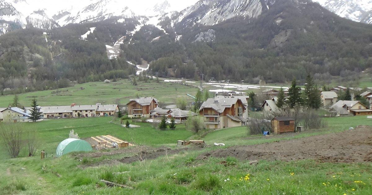 Drôles de vies : Le jardinage dans sa parcelle éloignée du domicile sous conditions strictes édictées par la Préfecture des Hautes-Alpes - www.dici.fr 1