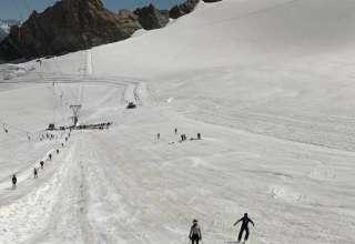 Montagne | Hautes-Alpes : une centaine de jeunes skieurs s'entraînent sur le glacier de la Girose - www.laprovence.com 2