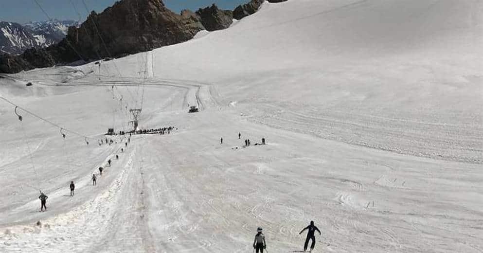 Montagne | Hautes-Alpes : une centaine de jeunes skieurs s'entraînent sur le glacier de la Girose - www.laprovence.com 1