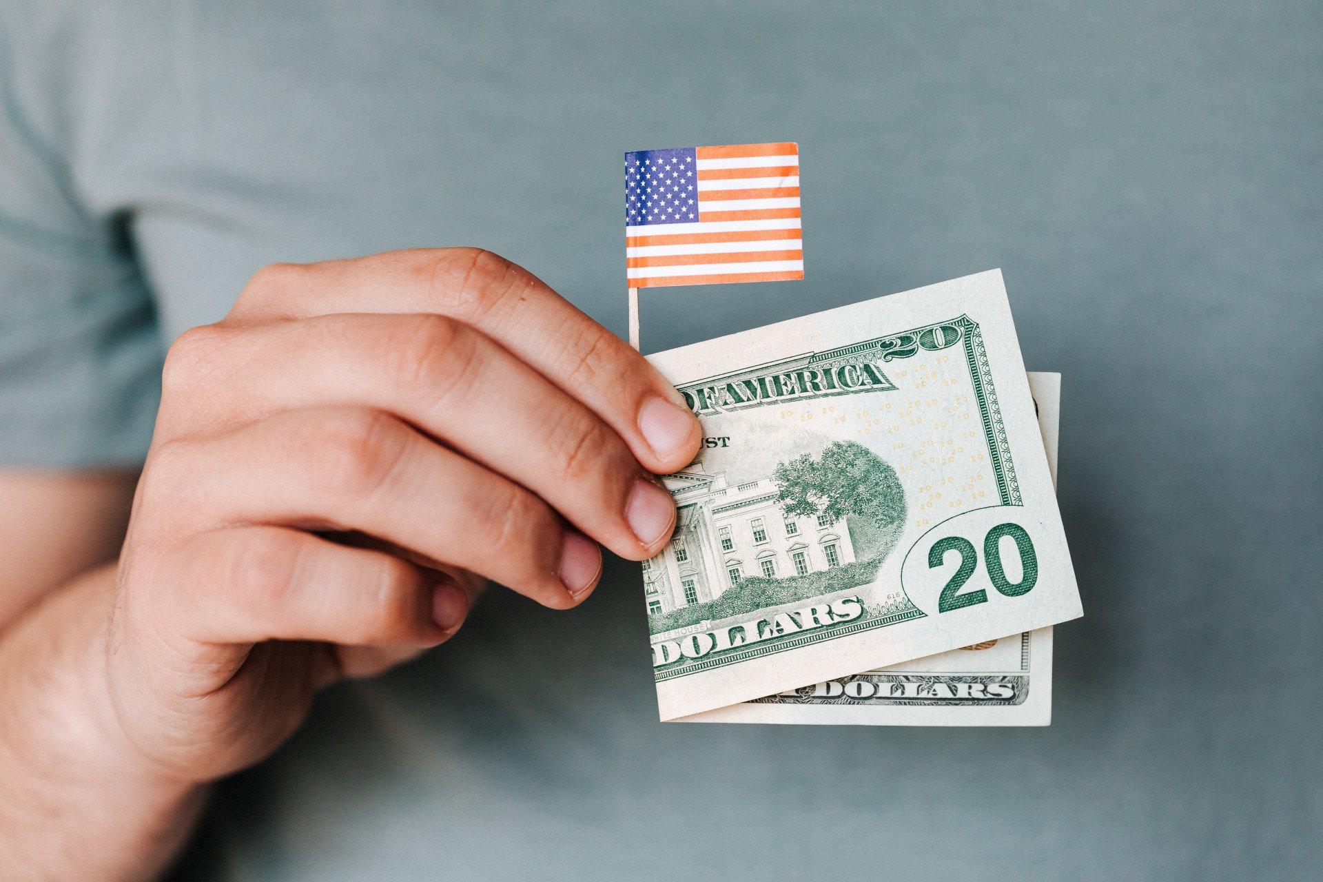 Les cartes bancaires multidevises Revolut et Akt.io 36