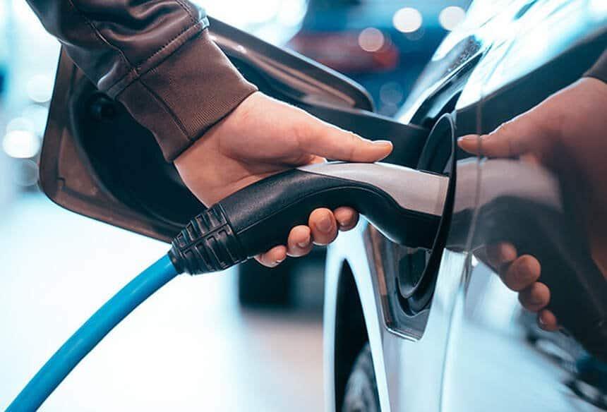 Rapport: Les véhicules à combustion interne ont déjà atteint leur pic de ventes et devraient laisser de la place aux tramways 1